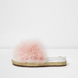 Espadrilles-Pantoletten in Metallic mit pinker Feder