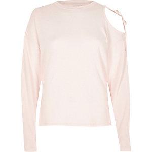 Roze top met lange mouwen en uitsneden bij de schouders