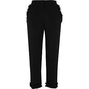 Schwarze Hose mit geradem Bein und Rüschen