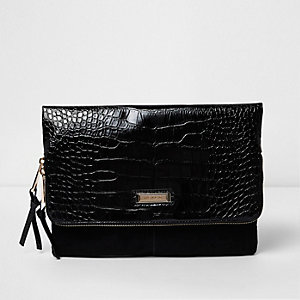 Zwarte clutch met flap en krokodillenprint in reliëf