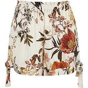 Cream floral print bow hem shorts