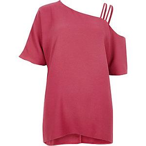 Roze asymmetrische top met schouderloos detail