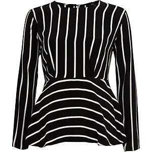 Zwarte gestreepte blouse met ruches aan de zoom en lange mouwen