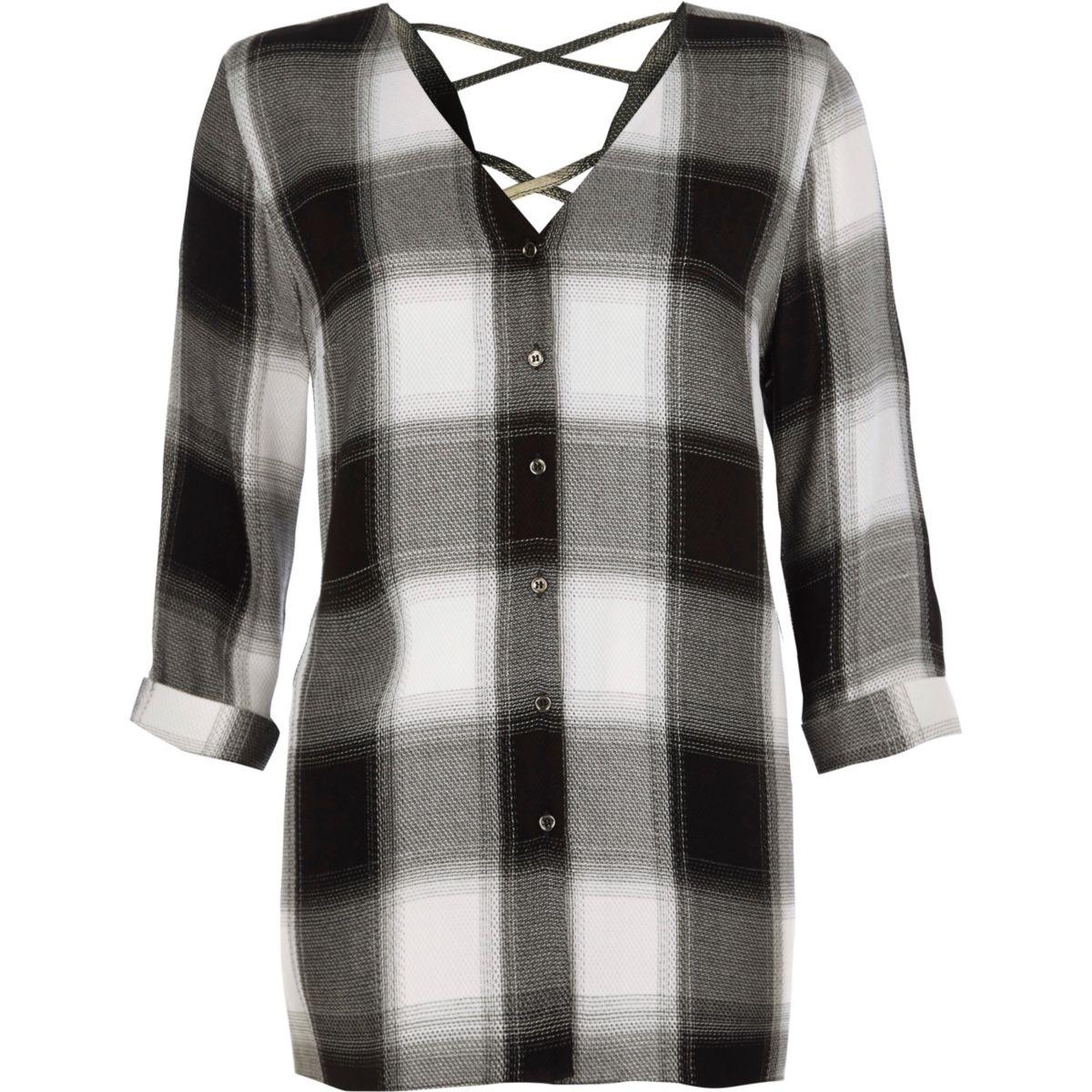 Chemises à carreaux noirs et dos croisé