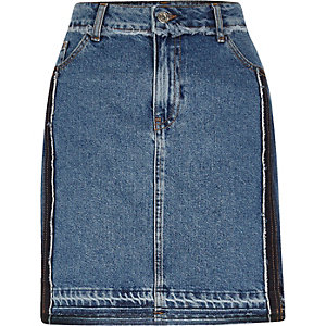 Jupe en jean bleu authentique moyen à ourlet effiloché