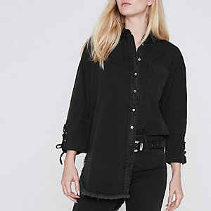 Chemise noire en jean avec poignets en dentelle
