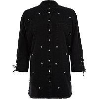 Chemise en jean noires à œillets et clous avec poignets lacés