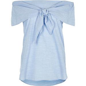 Top Bardot bleu noué sur le devant à manches courtes