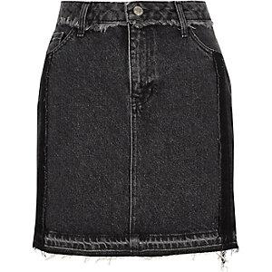 Mini-jupe en jean noir délavé à ourlet effiloché