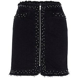 Zwarte gerafelde denim rok met studs en rits voor
