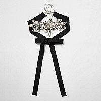 Collier ras-de-cou façon cravate texane en gros grain noir motif fleurs avec strass