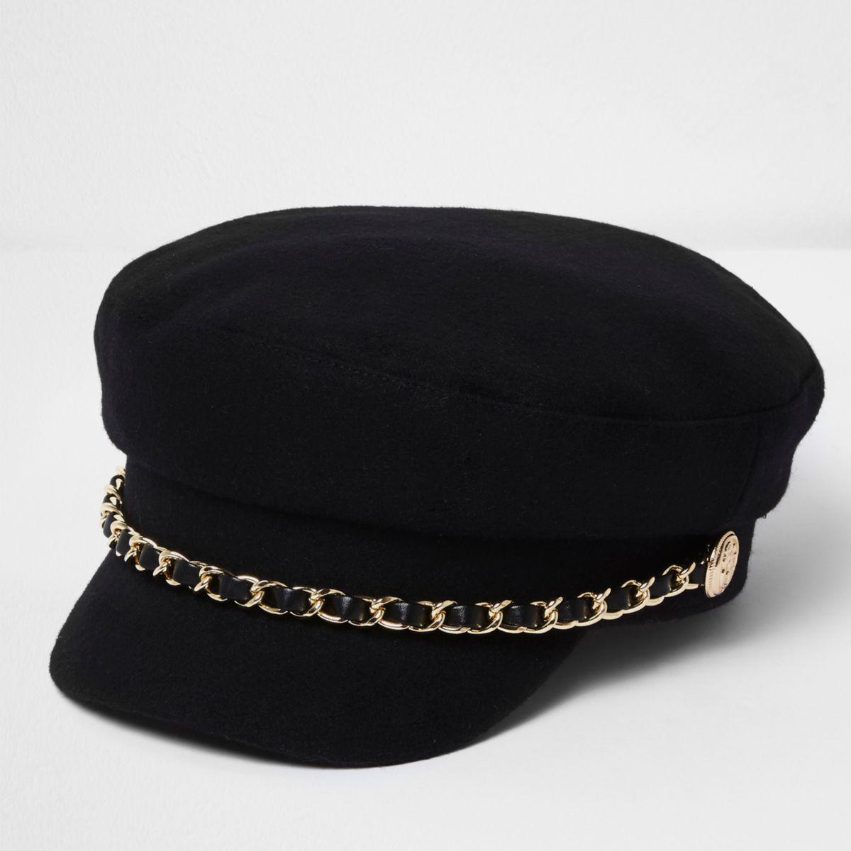Zwarte bakerboy-pet met ketting langs de rand
