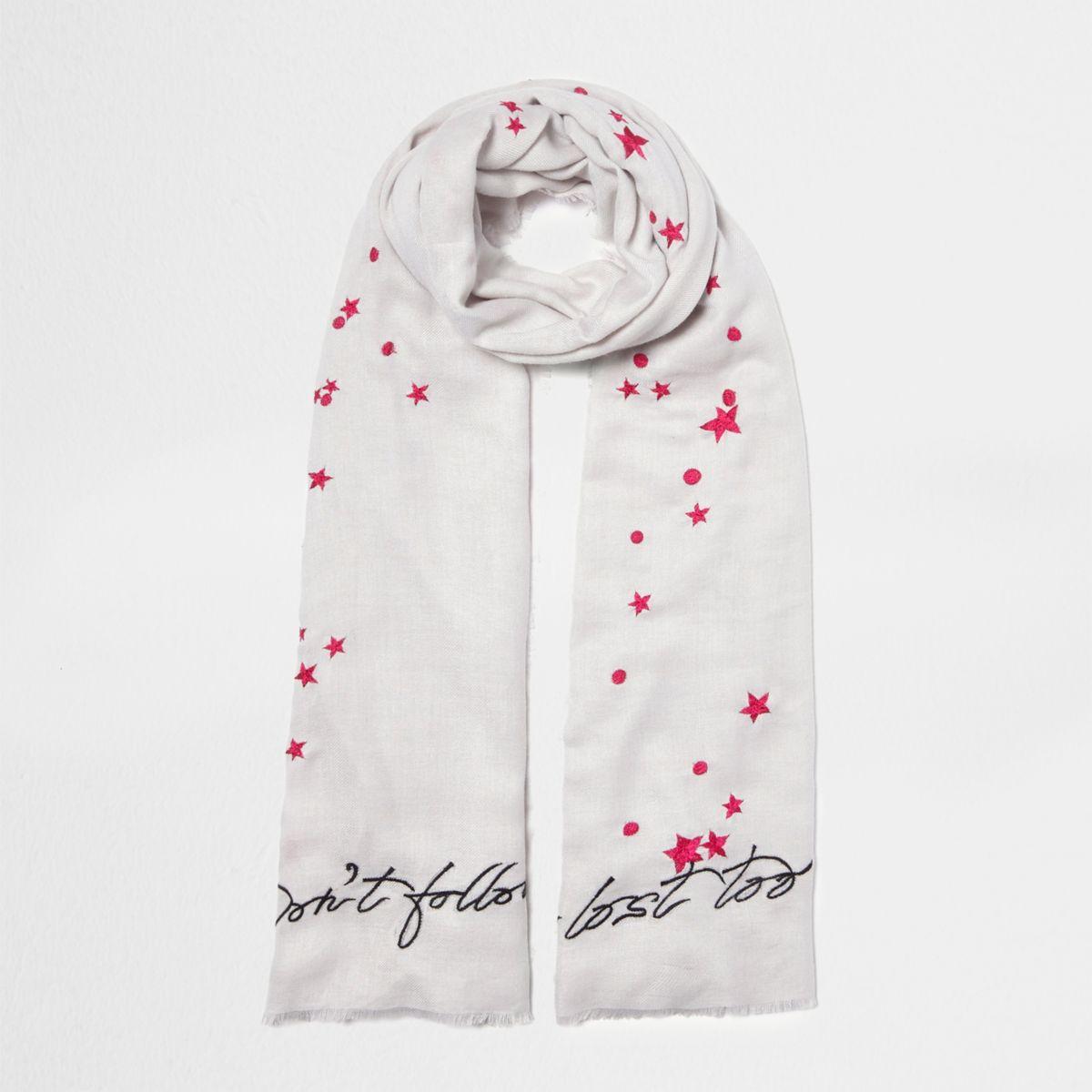Grijze sjaal met 'don't follow me'-borduursel