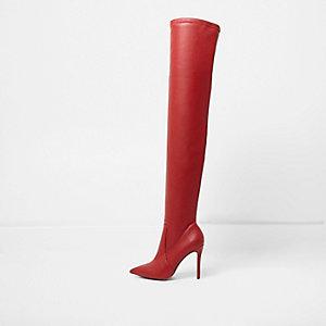 Rode over-de-knie-laarzen met hoge hakken