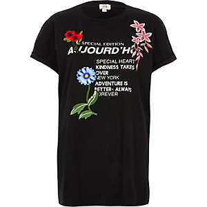 "Schwarzes T-Shirt mit Applikation ""aujourd'hui"""