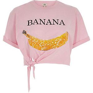 Rosa kurzes T-Shirt mit Knoten vorne und Banane