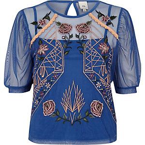 Top en tulle bleu brodé de fleurs à manches courtes