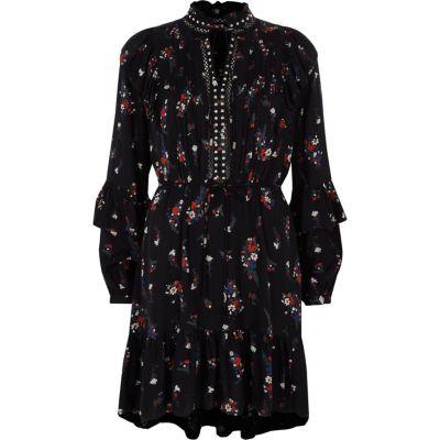 River Island Zwarte gebloemde jurk met studs, ruches en halssluiting