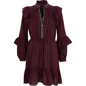 Rotes, hochgeschlossenes Kleid mit Karos