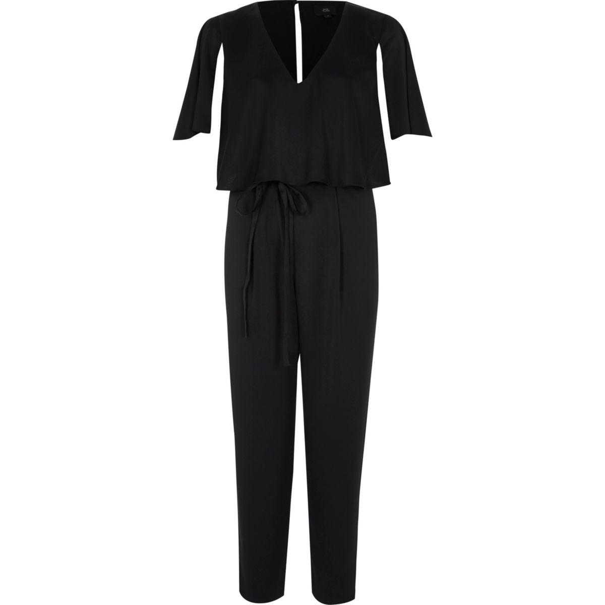 Schwarzer Overall mit Capeärmeln und Taillenband