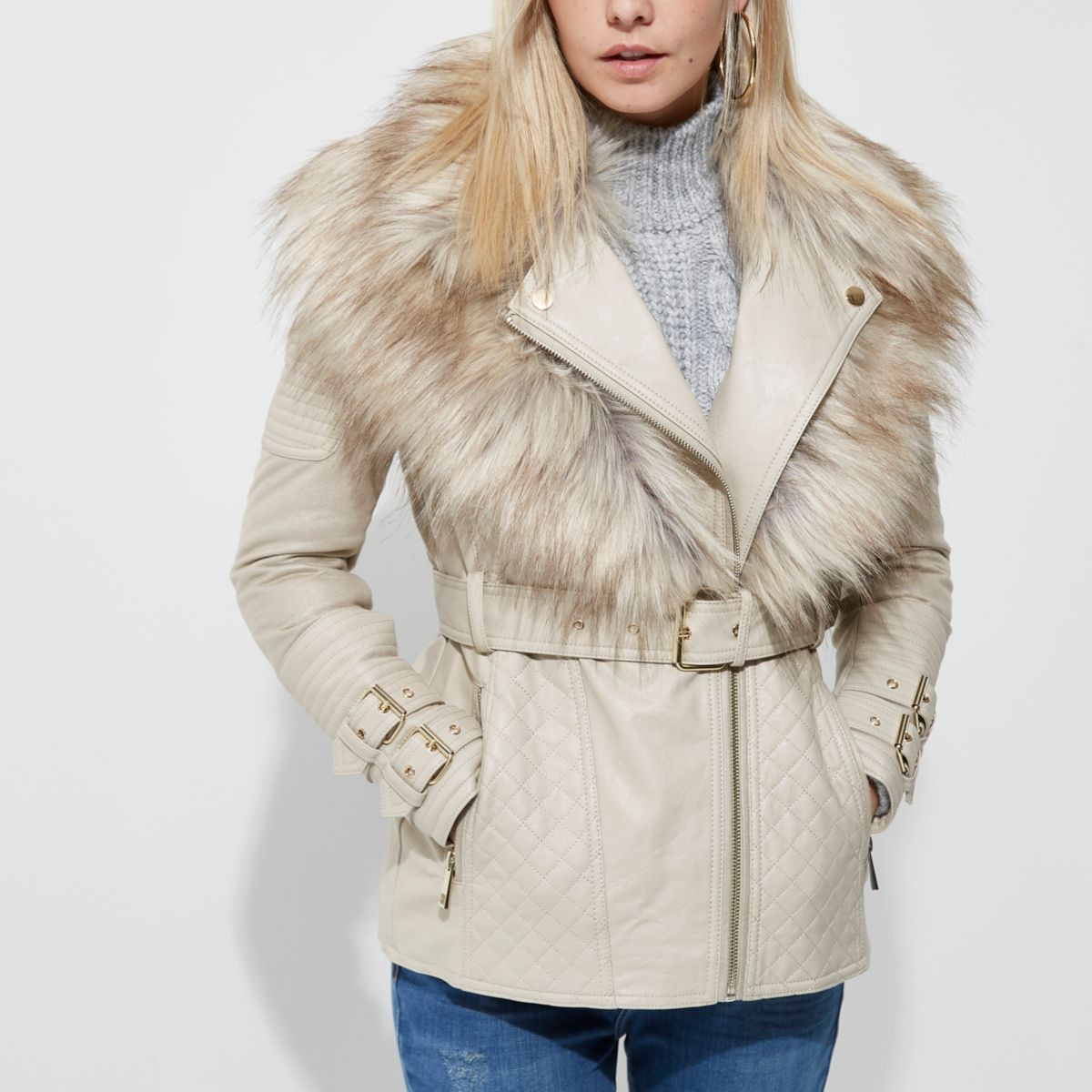 The Lulus Warm Your Heart Cream Faux Fur Bomber Jacket will have you looking cute and feeling cozy! Soft and short faux fur lends a sophisticated feel to this midi-length bomber jacket with ribbed knit at the collar and cuffs.