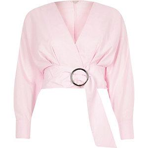 Roze crop top met lange mouwen en ceintuur met ring