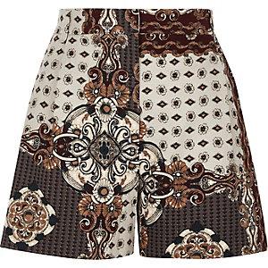Grijze short met hoge taille en sjaalprint
