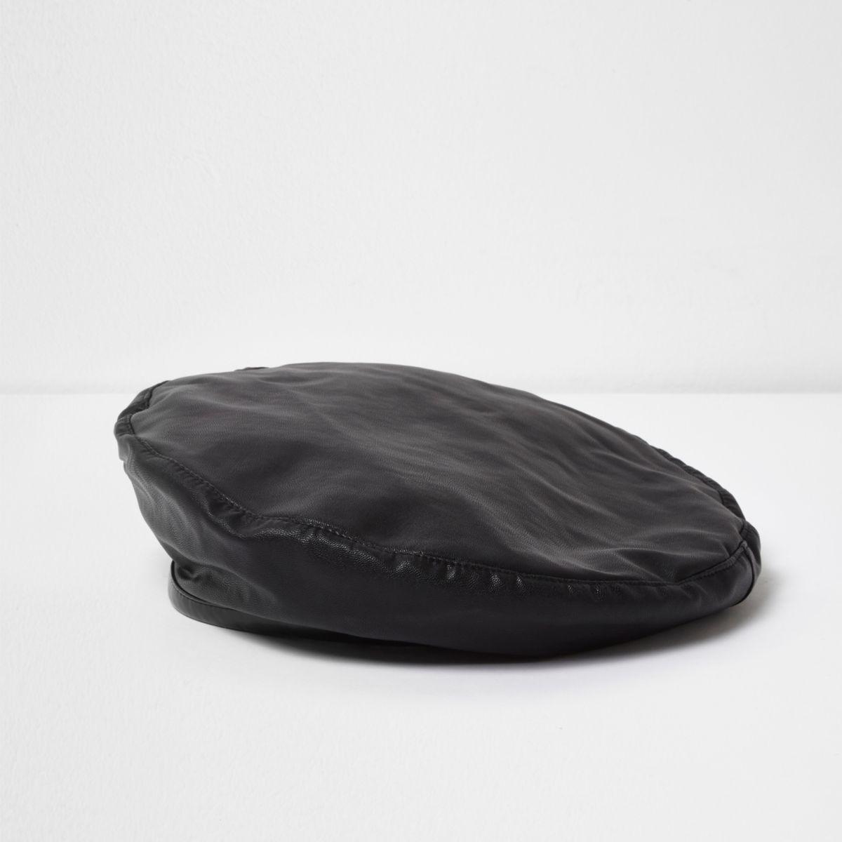 Béret noir à bordure en cuir synthétique