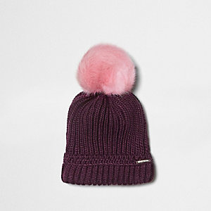 Beanie in Bordeaux mit Pompon