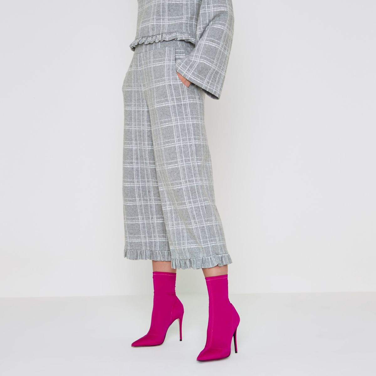 Grey check frill hem knit culottes