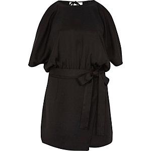 Zwarte schouderloze skortplaysuit met overslag
