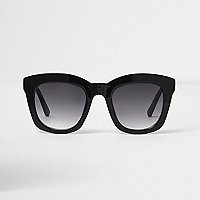 Black oversized smoke lens sunglasses