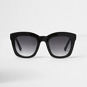 Schwarze Oversized-Sonnenbrille mit getönten Gläsern