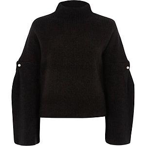 Schwarzer, hochgeschlossener Pullover mit weiten Ärmeln und Kunstperlenbesatz