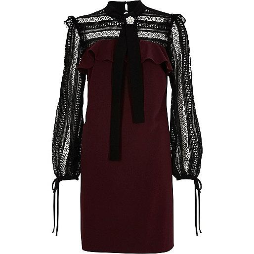Swing-Kleid in Bordeaux mit Spitzendetails