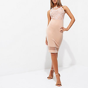 Mini-robe moulante à corsage en dentelle rose clair