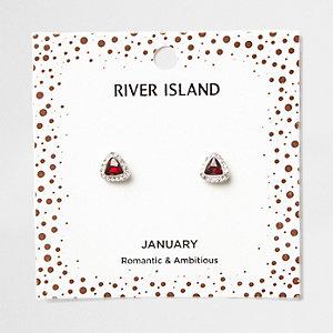 Oorknopjes met rode geboortesteen voor de maand januari