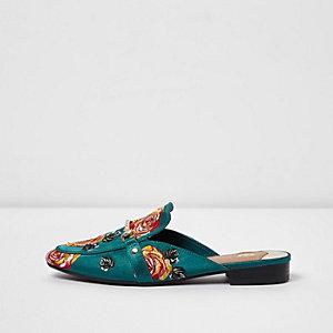 Donkergroene lakleren loafers met rozenapplicatie en open hiel