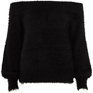 Pull Bardot en maille duveteuse noir