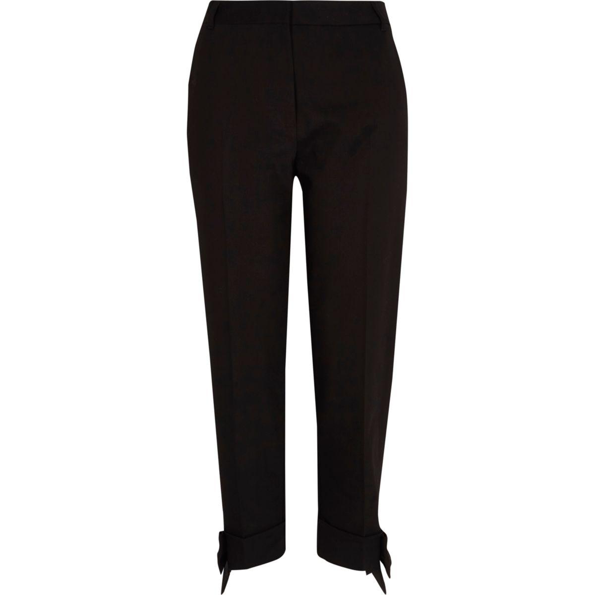 Zwarte smaltoelopende broek met strik bij de zoom
