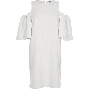 Swing-Kleid in Creme mit Schulterausschnitten