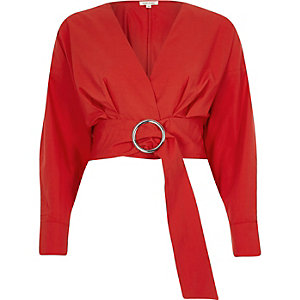 Red ring belt long sleeve crop top