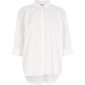 Chemise blanche plissée dans le dos