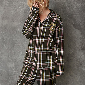 Grünes, kariertes Pyjamahemd