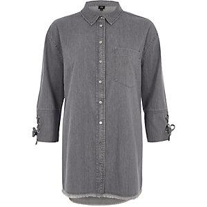 Chemise en jean grise à liens noués aux manches