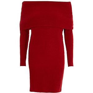 Rode trui-jurk met bardothalslijn