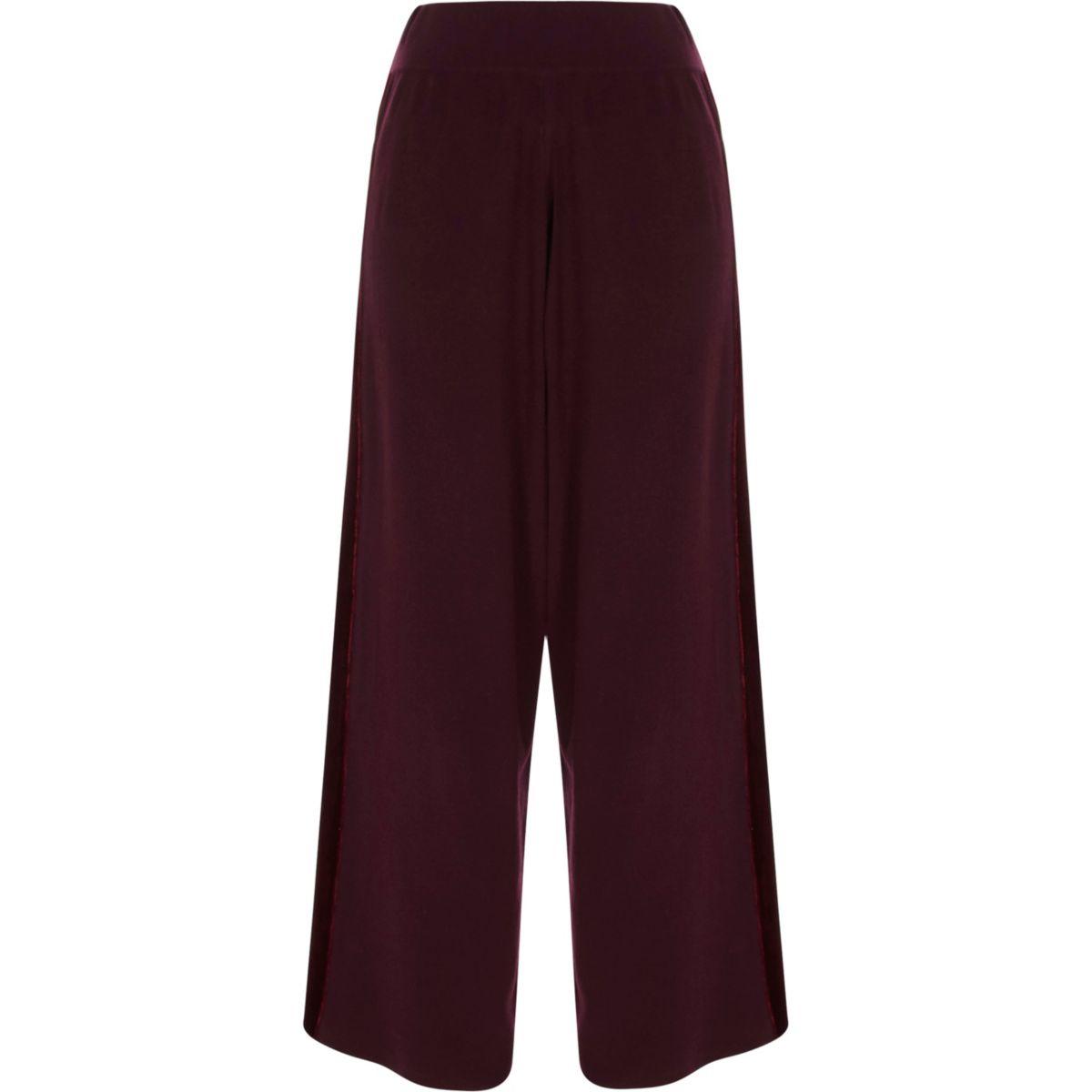 Bordeauxrode gebreide broek met wijde pijpen en fluwelen panelen