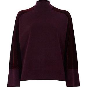 Bordeauxrode hoogsluitende gebreide pullover met fluwelen mouwen