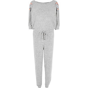Combinaison en jersey gris clair à manches chauve-souris
