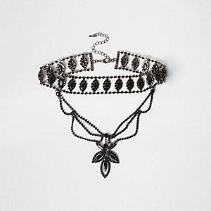 Zwarte chokerketting met hanger en meerdere lagen